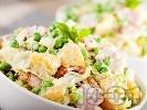 Рецепта Салата от варени картофи, айсберг, грах и пилешко филе и дресинг от кисело мляко и горчица
